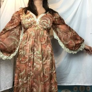 Dresses & Skirts - Paisley Peasant vintage Dress with dolman sleeves